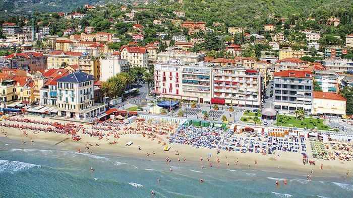 17998_z_Europa Concordia_Alassio_spiaggia2_G_1_1
